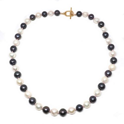 Dark and light pearl necklace