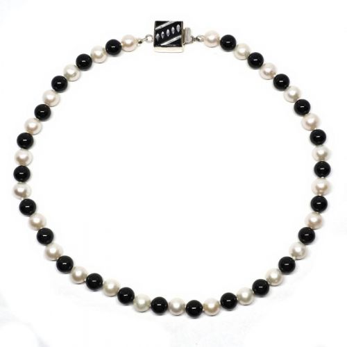 The Black and White necklace