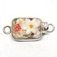 Small floral garden clasp