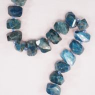 Faceted apatite chunks